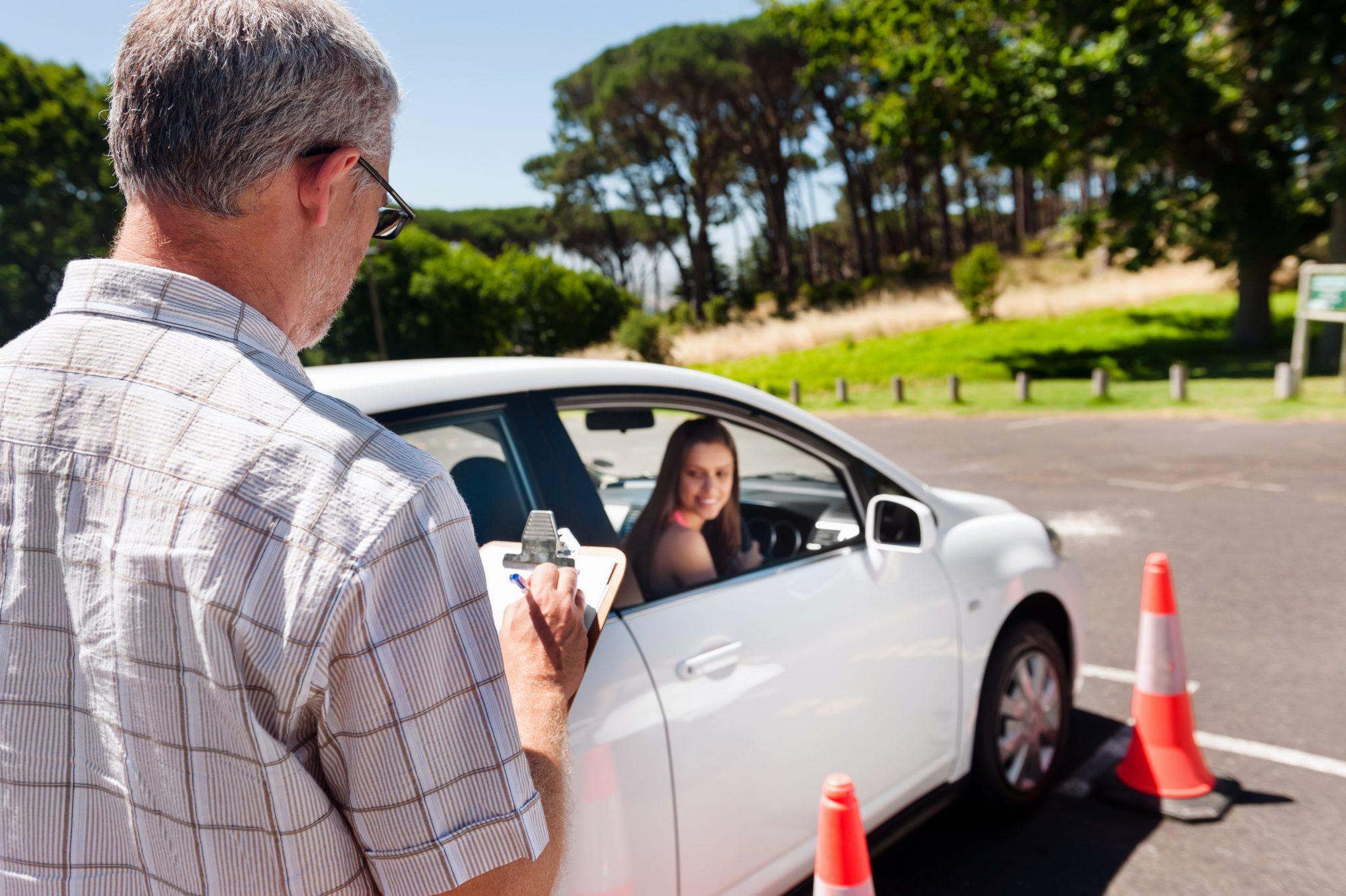 How to learn Driving : Private VS Professional Driving Lessons